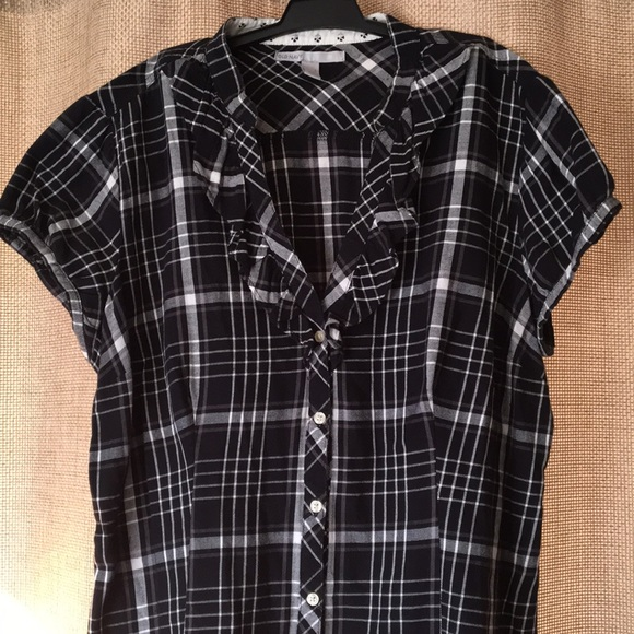 484bfff7c016b9 Old Navy Black and White Flannel Tuxedo Ruffle Top.  M 5c4b9b740cb5aad222623a5b